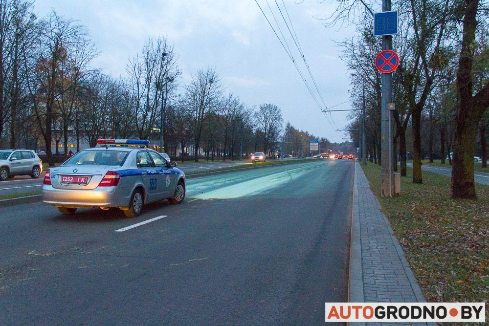 краска вылилась на автомобиль в Гродно
