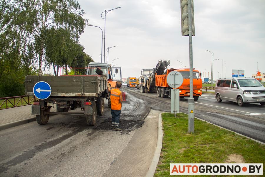 В Гродно на трассе М6 срезают асфальт