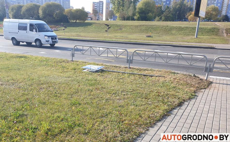 На проспекте Янки Купалы в Гродно убирают пешеходный переходный