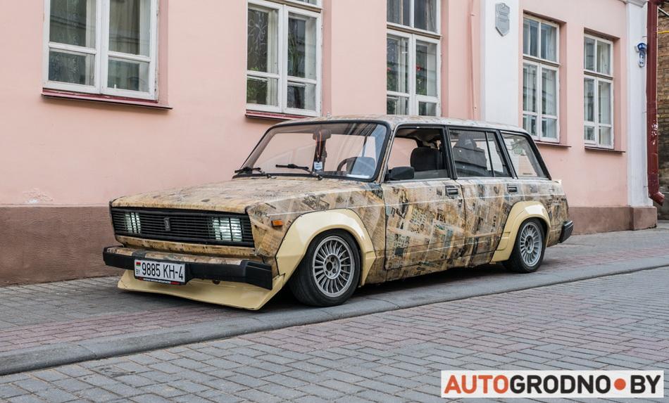 В Беларуси оклеили автомобиль газетой - Жигули - ВАЗ 2104