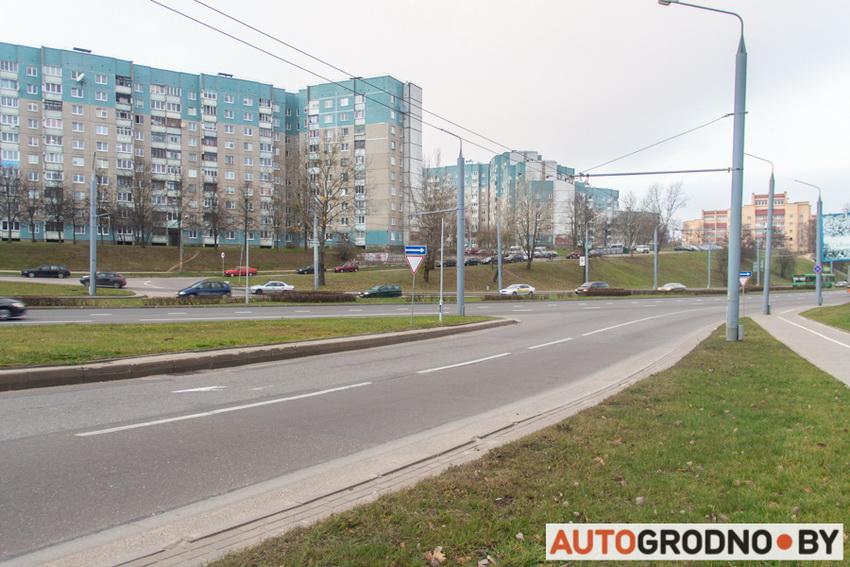 Светофор на съезде с проспекта Я.Купалы на Клецкова в Гродно
