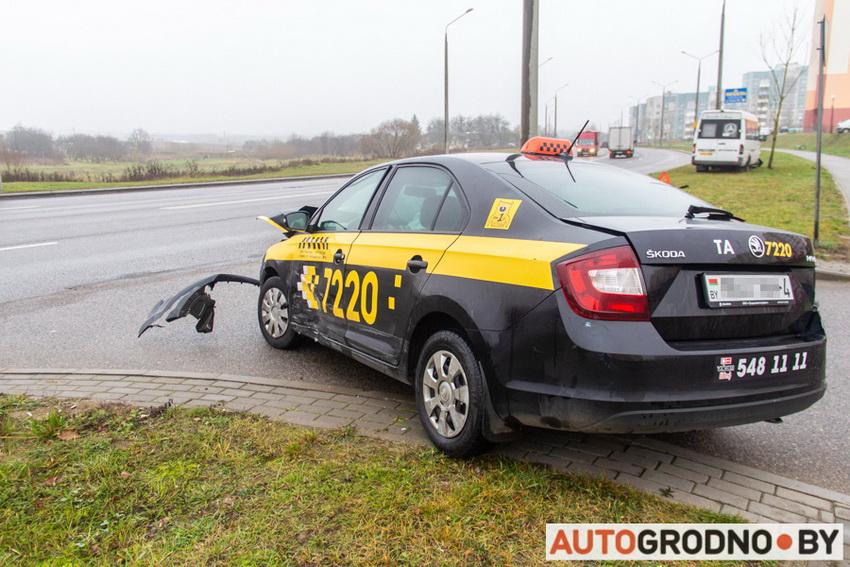 Авария маршрутки и такси в Гродно на Тавлая 20-11-2019