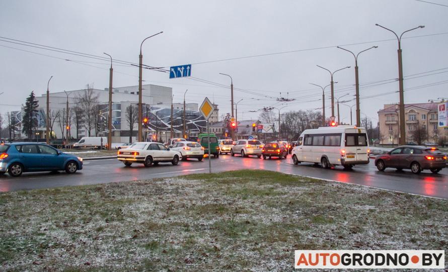 авария на кольце возле филармонии в Гродно 04 декабря 2019