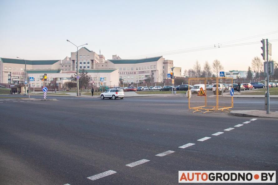 Провал асфальта на перекрестке Щорса - Магистральная