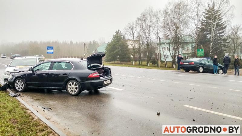 Skoda Superb авария с такси и БМВ 19 01 2020 на Суворова