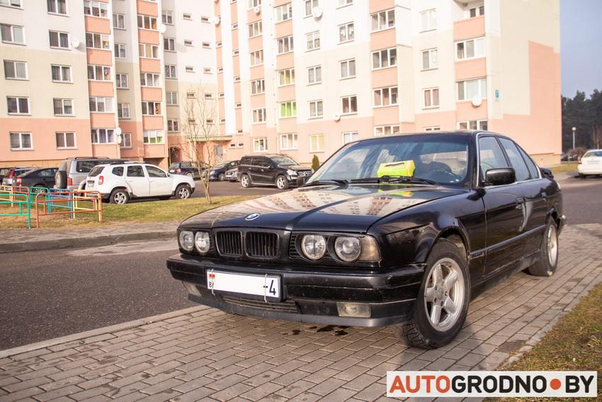 Припарковал BMW e34 на проходе - из мотора течет масло