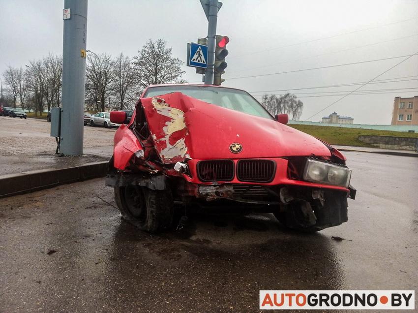 Попытка дрифта на БМВ е36 - авария на Купалы в Гродно 24 января 2020