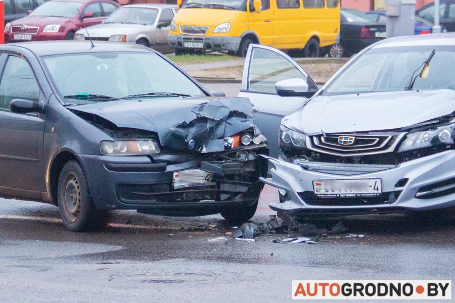 Авария ДТП Лира Космонавтов у автовокзала Гродно 13 января 2020