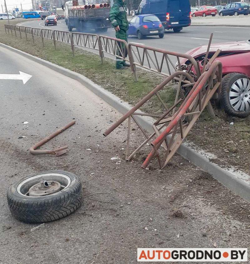 citroen положил забор на Славинского 14 февраля 2020