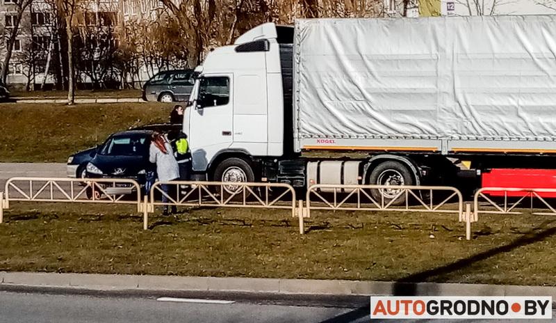 23 февраля авария в Гродно Пежо с фурой, регион Санкт-Петербург