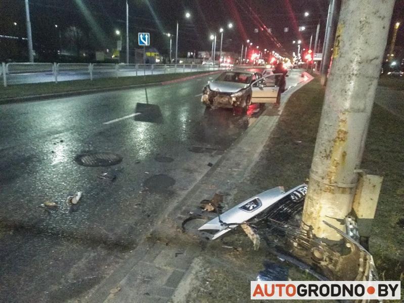 peugeot авария Дзержинского 12 февраля 2010