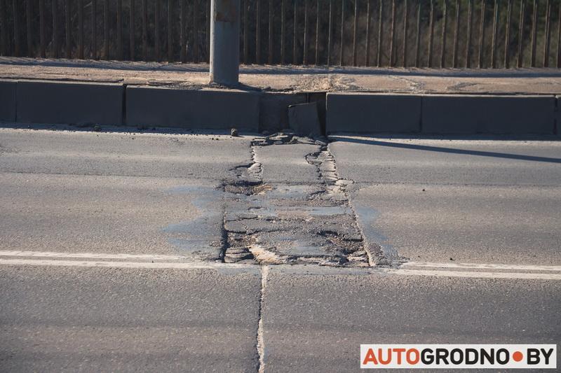 Как трескается асфальт на Новом мосту по улице Поповича