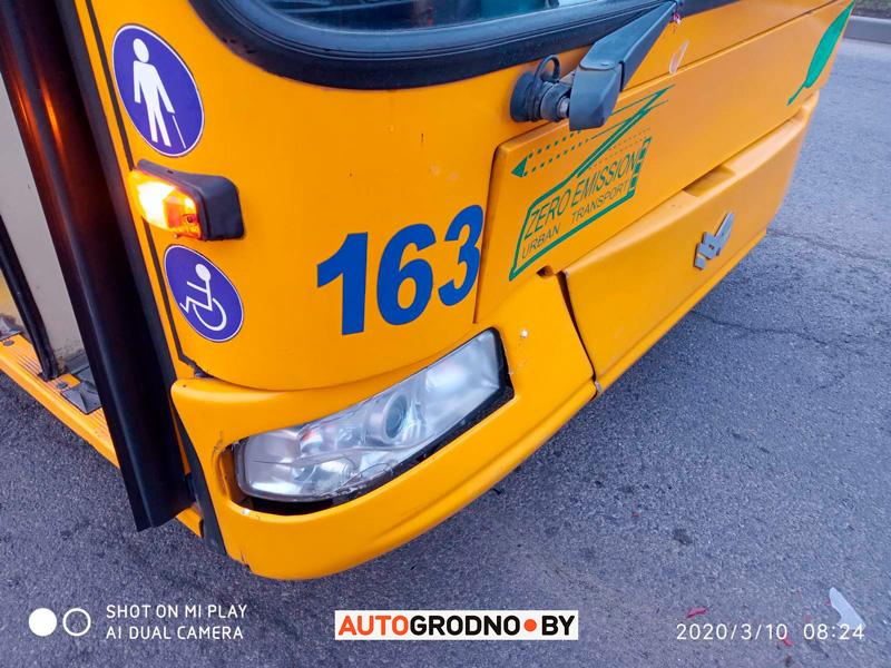 Авария с троллейбусом на Магистральной в Гродно 10 марта 2020