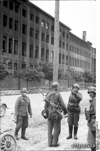 398px Bundesarchiv Bild 101I 695 0403 17 Warschauer Aufstand deutsche Soldaten