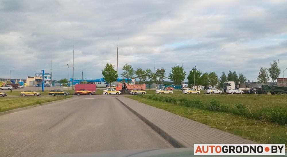 Очереди на газовую заправку в Гродно - автомобили такси