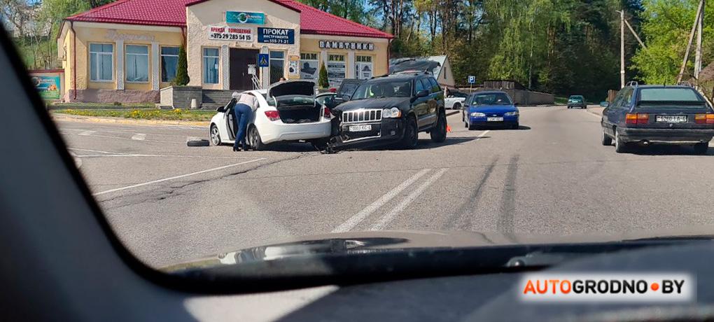 В Лососно 82-летний водитель не уступил Jeep Grand Cherokee с ребенком