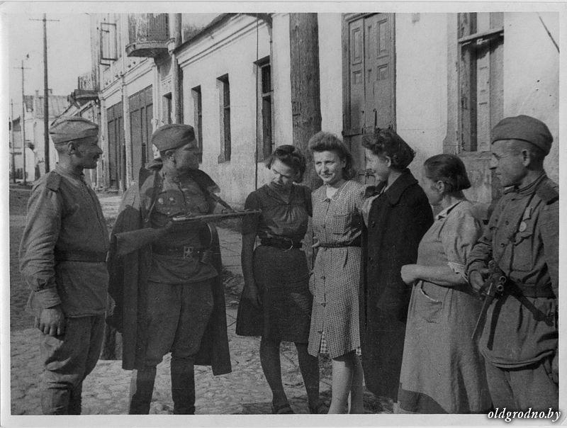 na ulicah osvobozhdennogo grodno 16 07 1944 5