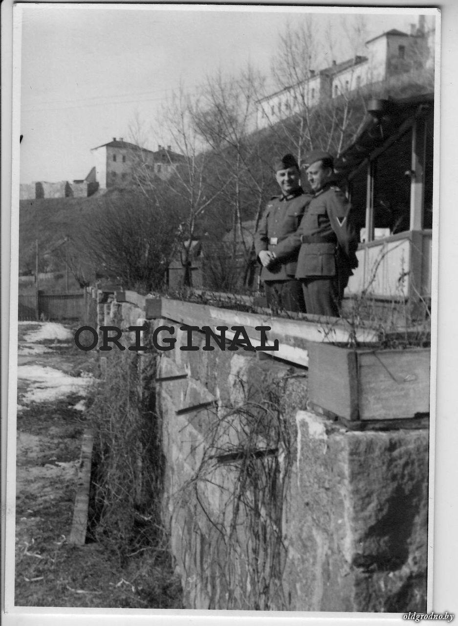 Немцы на фоне замков. 1941-43 гг