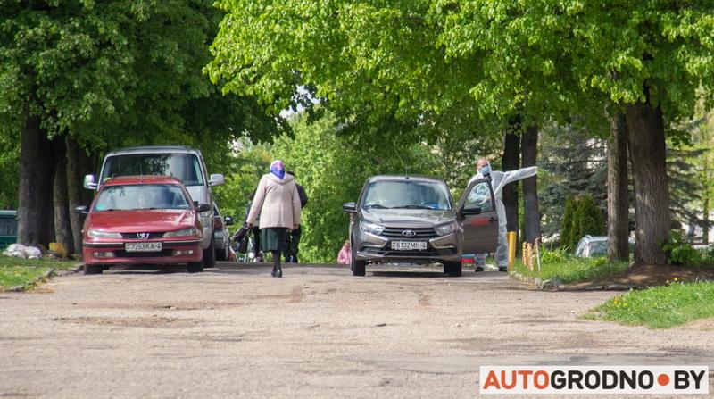 Проблемы парковки возле общежитий на Врублевского
