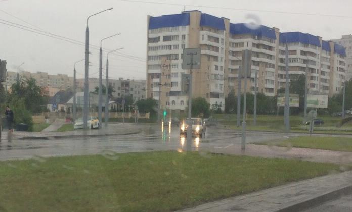 Автомобиль такси в столбе в Гродно
