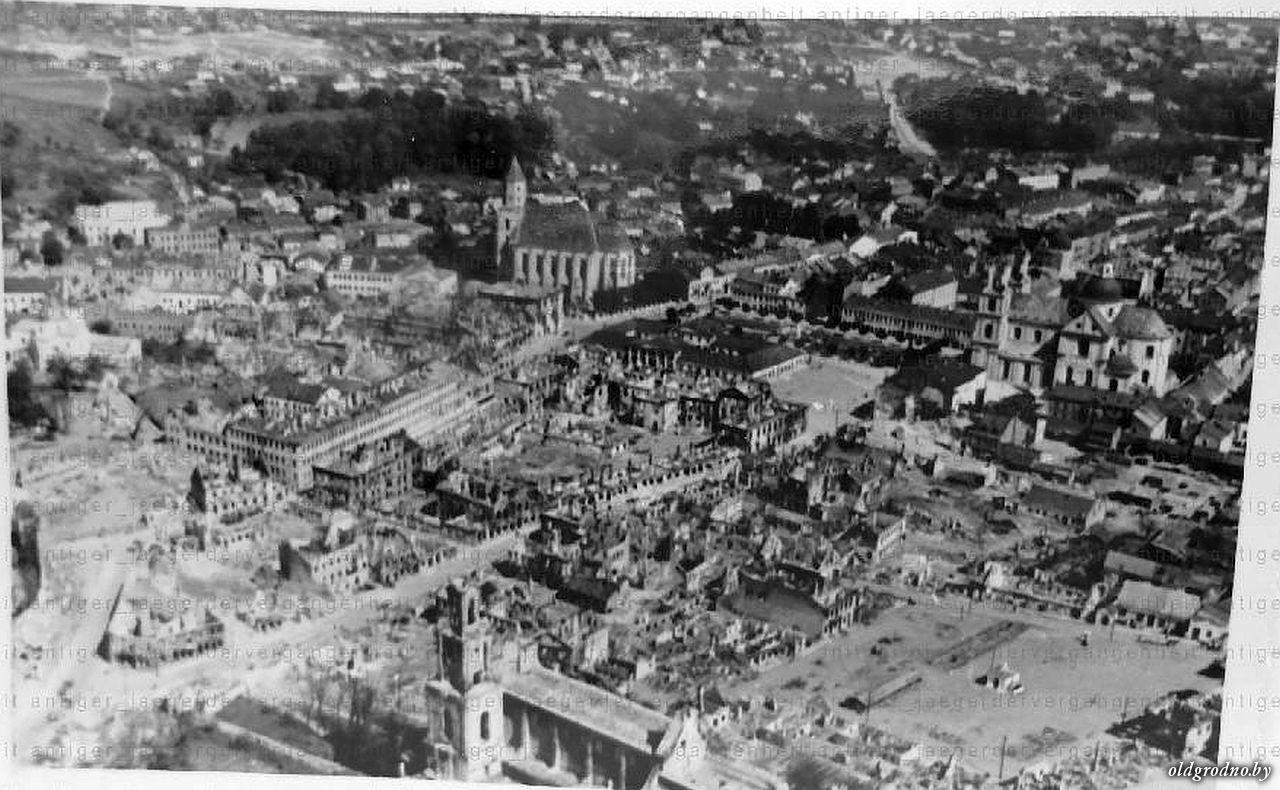 Вид на разрушенный город. 1941 год