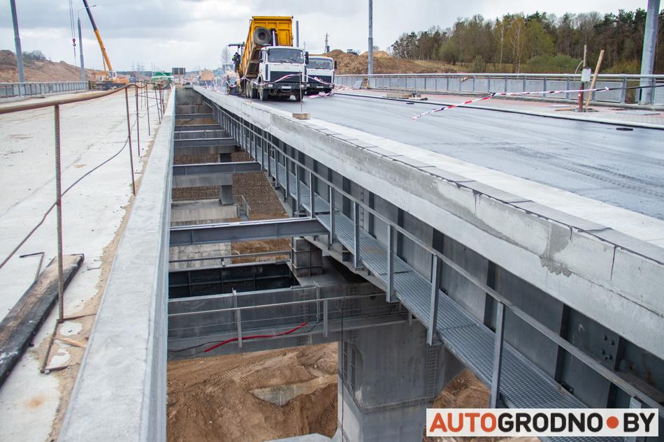 Первый асфальт на четвертом Южном мосту в Гродно