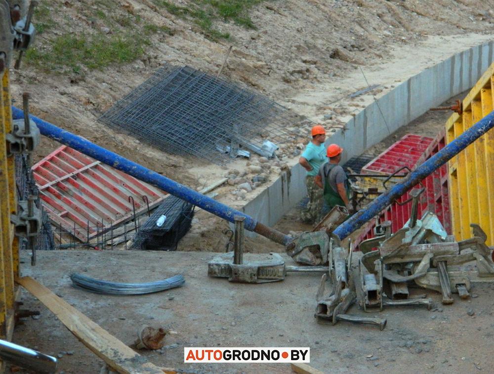Как ремонтируют дорогу у четвертого нового Восточного моста в Гродно после обвала