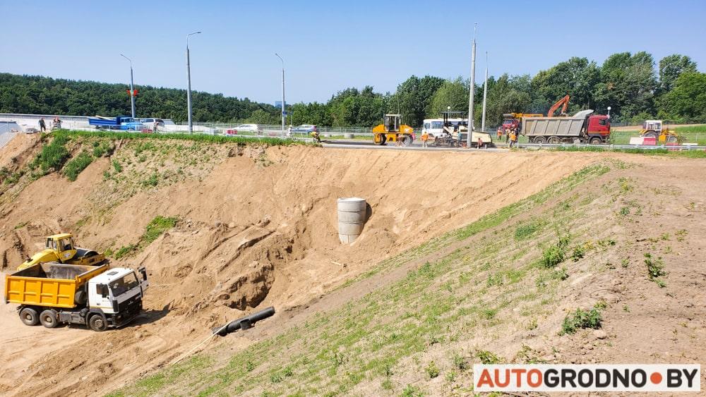 Ремонт обвалившейся новой дороги у четвертого моста