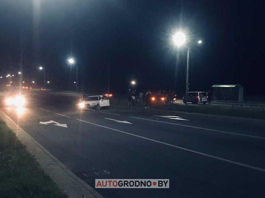 На Ольшанке сбили ребенка. Мальчик перебегал дорогу в неположенном месте. Mercedes на встречке