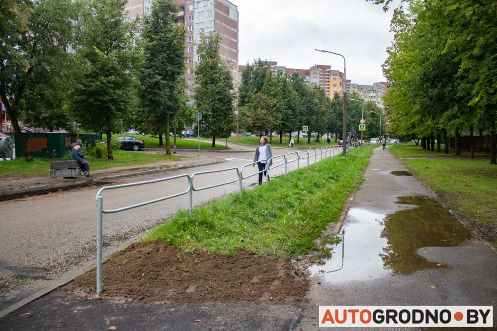 На улице Пестрака в Гродно убирают пешеходные переходы и заужают дорогу