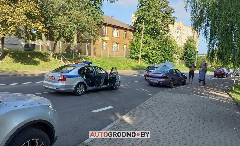 Улица Пролетарская в Гродно открыли дверь и получили ДТП