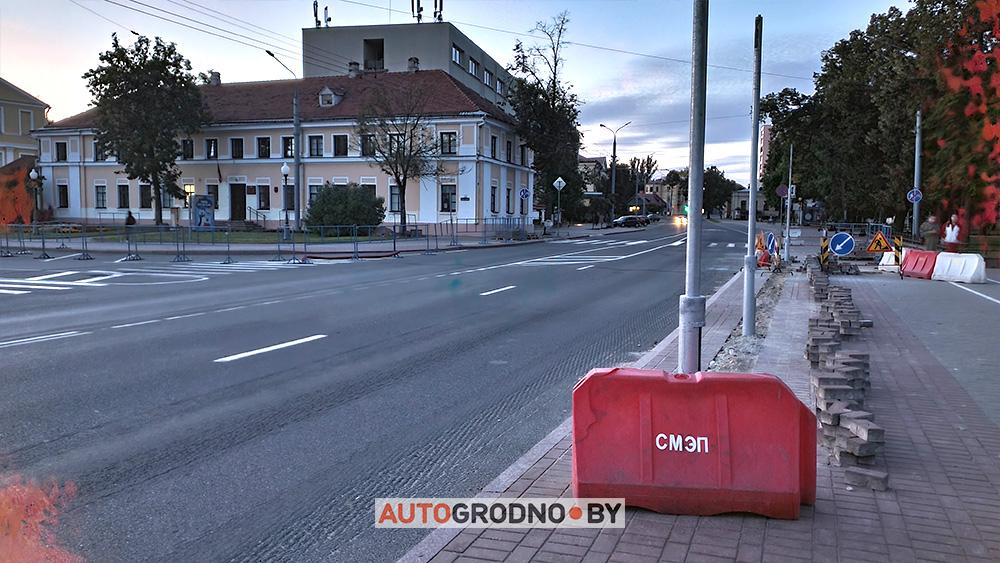 На площади Тызенгауза в Гродно ставят светофоры