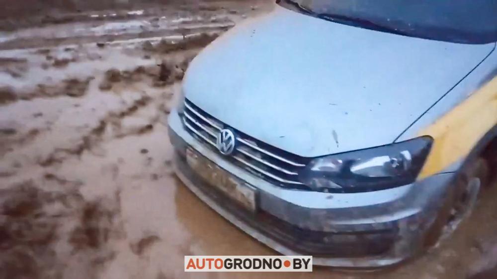 Водитель такси познакомился с дорогами в Барановичах под Гродно