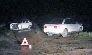 Ночью на местной дороге возле Волковыска не смогли разминуться VW и Audi