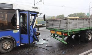 ДТП на Румлевском мосту: молодой водитель автобуса не понял, что перед ним остановился грузовик