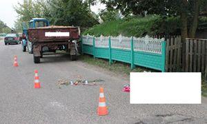 В Щучинском районе пешеход шел навстречу смерти: его переехал молодой парень на тракторе. UPD! Фото.